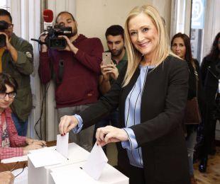 Cifuentes vota en Ferraz y habla de
