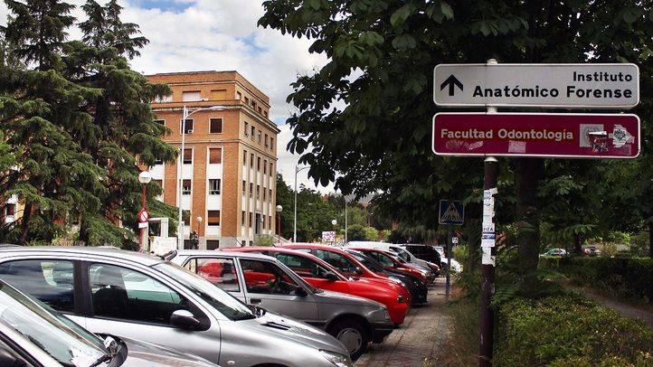 El Ayuntamiento quiere firmar convenios con la Complutense para que actúe como aparcamiento disuasorio