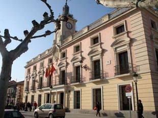 El Ayuntamiento de Alcalá investiga una fiesta de jubilación con 'stripper' en dependencias municipales