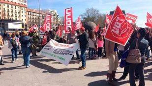 Concentración de los trabajadores de atención al cliente de Atocha en el segundo día de paros