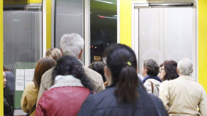 Piquetes lanzan huevos a los autobuses que están prestado servicio, con retrasos de una hora