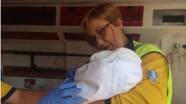 Una mujer da a luz en su domicilio en el barrio de la Guindalera