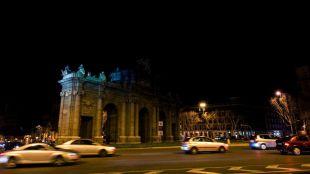 La Puerta de Alcalá, a oscuras durante La Hora del Planeta
