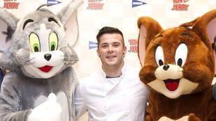 El chef Carlos Maldonado junto a Tom y Jerry durante la presentación de la nueva campaña de Hipercor
