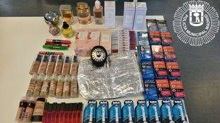 Productos cosméticos requisados por la policía.