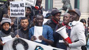 Los manteros piden la despenalización del 'top manta' para no ir a prisión por