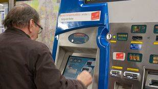 Máquina expendedora de billetes y abonos de Metro. (Archivo)
