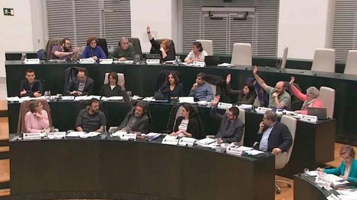 Carmena se reúne con su grupo municipal tras las últimas divisiones