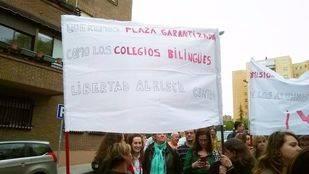 Concentración de los afectados frente al IES Las Musas