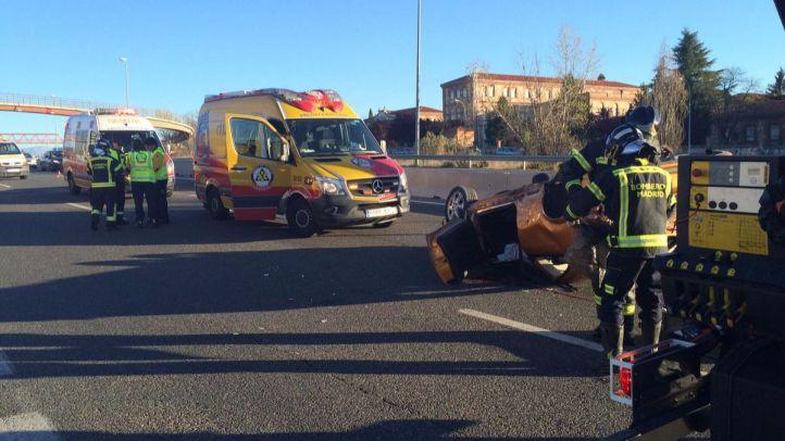 Otro joven ha podido salir del vehículo con heridas leves