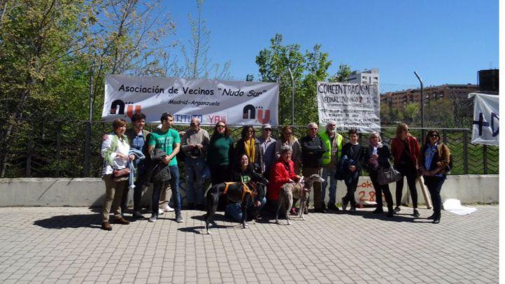 Asistentes a la concentración, que ha reclamado un tercer instituto en Arganzuela