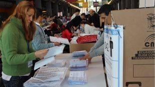 Unos 30.000 ecuatorianos votan en Madrid