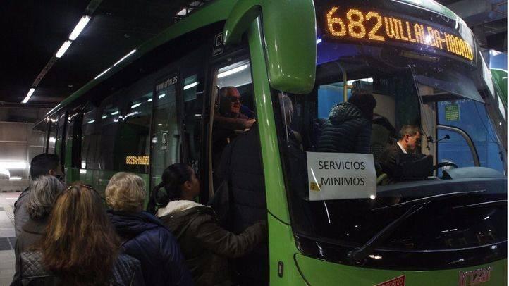 La línea 682 prestando servicios mínimos debido a la huelga de conductores de Autobuses Larrea
