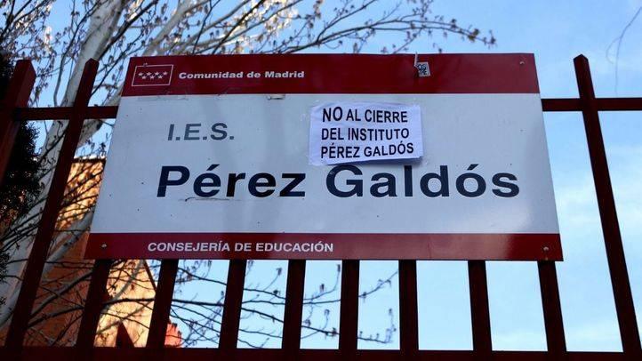 Pancartas de protesta contra el cierre del IES Pérez Galdós. (Archivo)