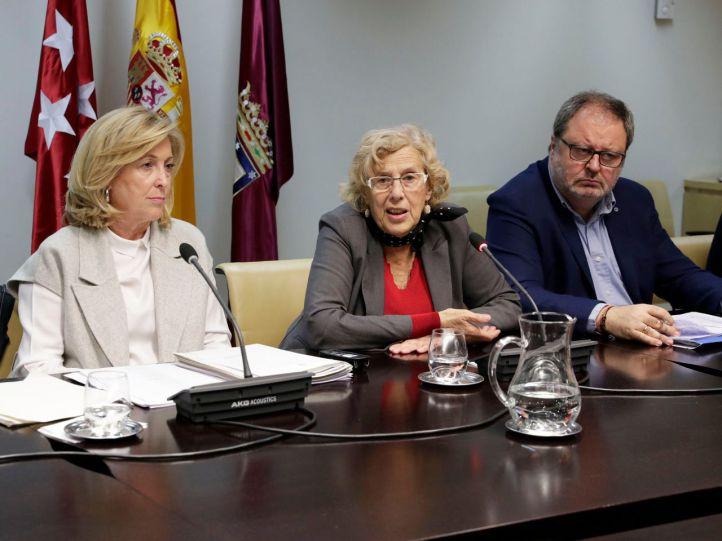 La delegada del gobierno, Concepción Dancausa; la alcaldesa Manuela Carmena; el concejal de Seguridad, Javier Barbero.