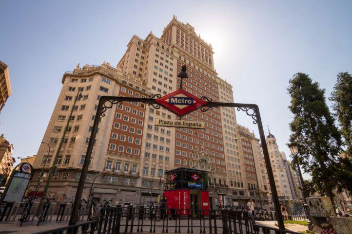 RIU gestionará el hotel del Edificio España como arrendatario de Baraka