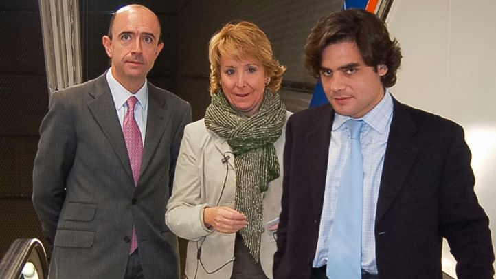 El exconsejero de sanidad, Manuel Lamela, junto a la expresidenta de la Comunidad de Madrid, Esperanza Aguirre y su sucesor en el cargo de consejero, Juan José Güemes, en una foto de archivo.