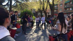 Alumnos de diferentes colegios de Coslada y San Fernando de Henares celebran una batucada para promocionar la donación de sangre