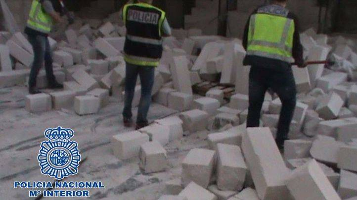Ladrillos encontrados en la nave de Madrid donde la organización ocultaba la cocaína para transportarla