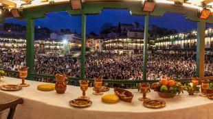 Chinchón se viste de apóstoles y romanos para celebrar su Pasión