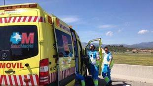 Sanitarios del Samur en el lugar del accidente.