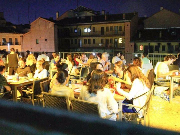 Los bares y restaurantes podrán cerrar una hora más tarde durante las fiestas
