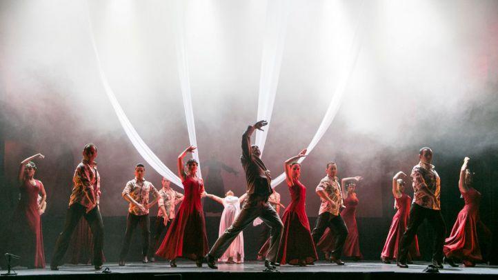 El Ballet Flamenco de Madrid, que dirige Luciano Ruiz, interpretando una versión flamenca de Carmina Burana en el teatro Nuevo Apolo.
