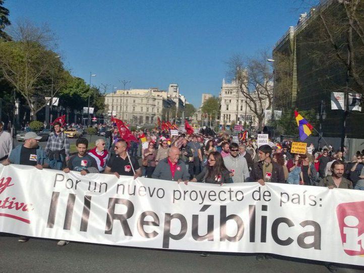 Centenares de personas reclaman un año más la llegada de la Tercera República