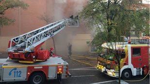 Los bomberos sofocan un incendio (Archivo)