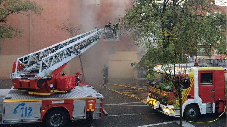 Extinguido un aparatoso incendio en un edificio abandonado de Pozuelo