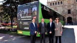 Acuerdo entre Alsa y el Ayuntamiento de Alcalá de Henares para promocionar turísticamente la ciudad
