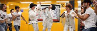 Mamma Mía! actúa en el Metro de Madrid