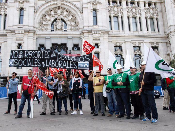 UGT, CSI-F y CCOO se han manisfestado ante el Ayuntamiento.