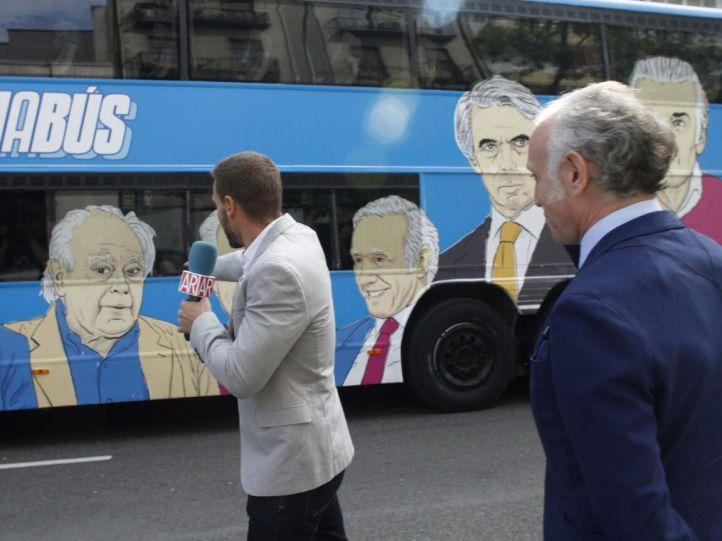 El 'Tramabús' cambia su ruta y visita la sede del Canal de Isabel II