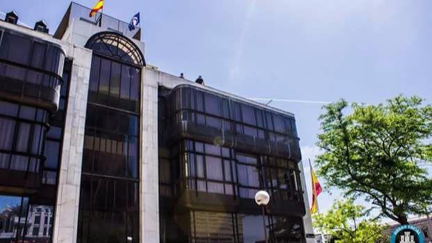 Los neonazis de Hogar Social okupan la sede del Banco Madrid en Colón