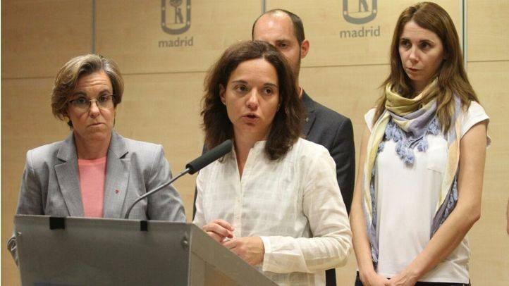 La secretaria general del PSOE-M, Sara Hernández, tras la rueda de prensa en la que Esperanza Aguirre ha anunciado su dimisión