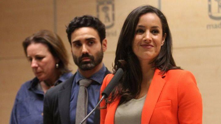 Begoña Villacís, portavoz de Ciudadanos en el Ayuntamiento de Madrid, tras la rueda de prensa en la que Esperanza Aguirre ha anunciado su dimisión