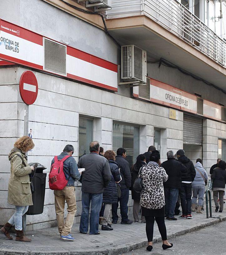 El paro baja en Madrid en 15.000 personas