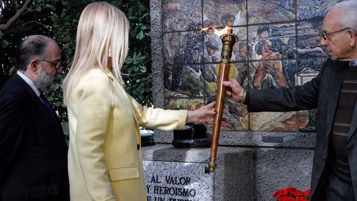 FOTOS| Ofrenda floral como homenaje a los caídos del Dos de Mayo