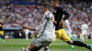 El Madrid torea y Cristiano estoquea a un Atlético manso