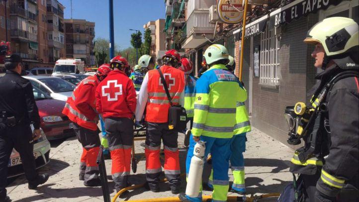 Los servicios de Emergencias de la Comunidad evacuan a un hombre de 73 años que ha resultado herido en el incendio de su casa en Leganés.