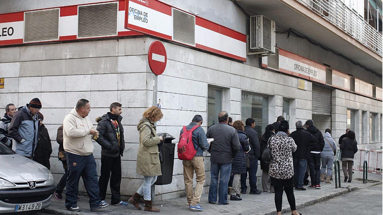 Las oficinas de empleo de la comunidad abrir n media hora for Oficina registro comunidad de madrid