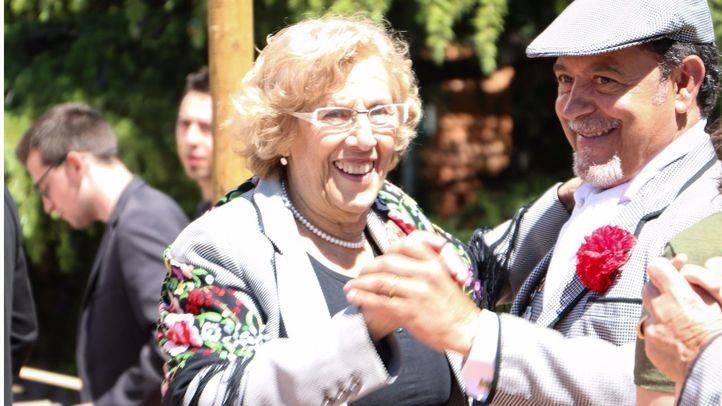 La alcaldesa de Madrid, Manuela Carmena, presenta el programa de las fiestas de San Isidro 2017 en el Parque de la Rosaleda.