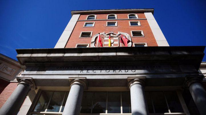 La Policía interviene para que el Consejo de Gobierno de la UCM pueda celebrarse