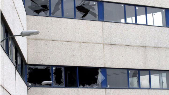 La explosión y el posterior fuego en una nave industrial de Arganda del Rey ha dejado numerosos desperfectos.