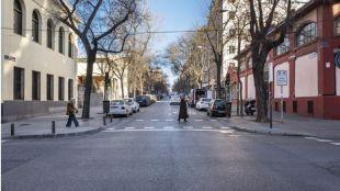 Obras en la calle Vallehermoso para quitar un carril y convertirlo en plazas para residentes