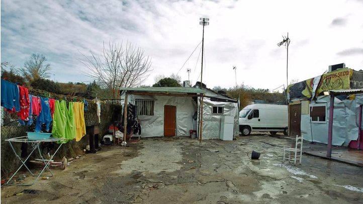 Absueltas 64 familias por robar luz para sus chabolas al entrar la Guardia Civil sin autorización