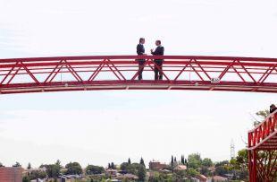 El ministro de Fomento,Íñigo de la Serna, y el consejero de Transportes, Vivienda e Infraestructuras de la Comunidad, Pedro Rollán, inauguran la pasarela peatonal sobre la M-513 en Boadilla
