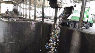 Foso donde se deposita la basura en la incineradora de residuos de Valdemingómez