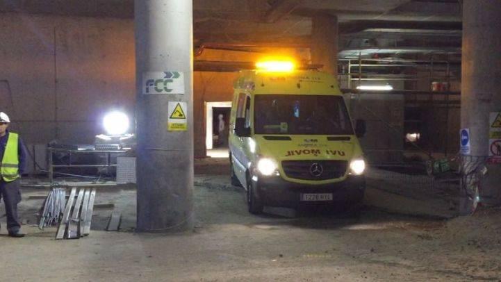 Herido grave un trabajador al caer de cabeza desde una escalera en La Peineta